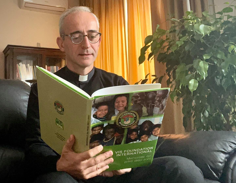 Un libro sui primi dieci anni di VIS Foundation