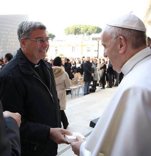 Padre Pedro saluta Sua Santità Papa Francesco.